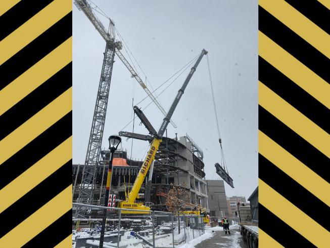 500 ton crane in action / Outaouais
